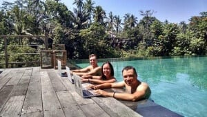 Inspired corporate prisoners to find a new path as a digital nomad to combine travel, choice, and work